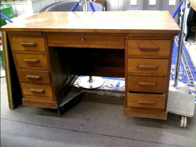 Bureau 9 tiroirs bois indus. doccasion troc.com